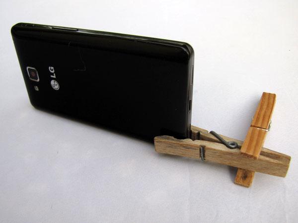 Držák na mobil z kolíčků na prádlo